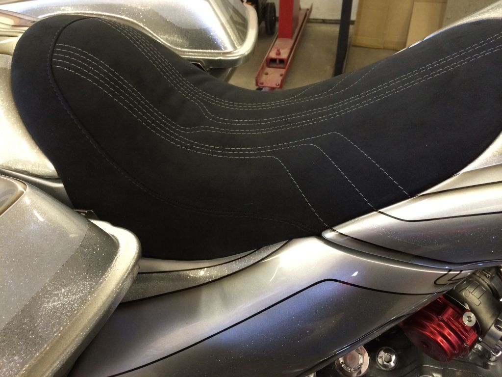 Harley-Davidson Bagger Motorcycle Big Wheel custom seat drop seat buel yamaha indian motorcycles Chicago upholsteryHarley-Davidson Bagger Motorcycle Big Wheel custom seat drop seat buel yamaha indian motorcycles Chicago upholstery